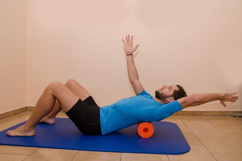 Mobilizacja odcinka piersiowego - rolowanie
